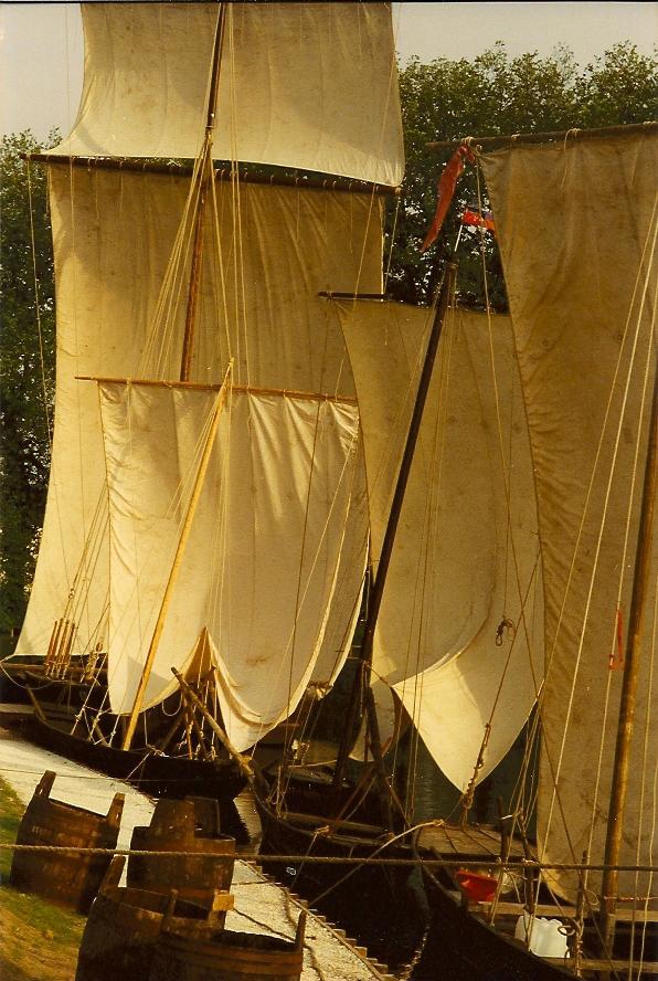 Bateaux à briare sous voiles